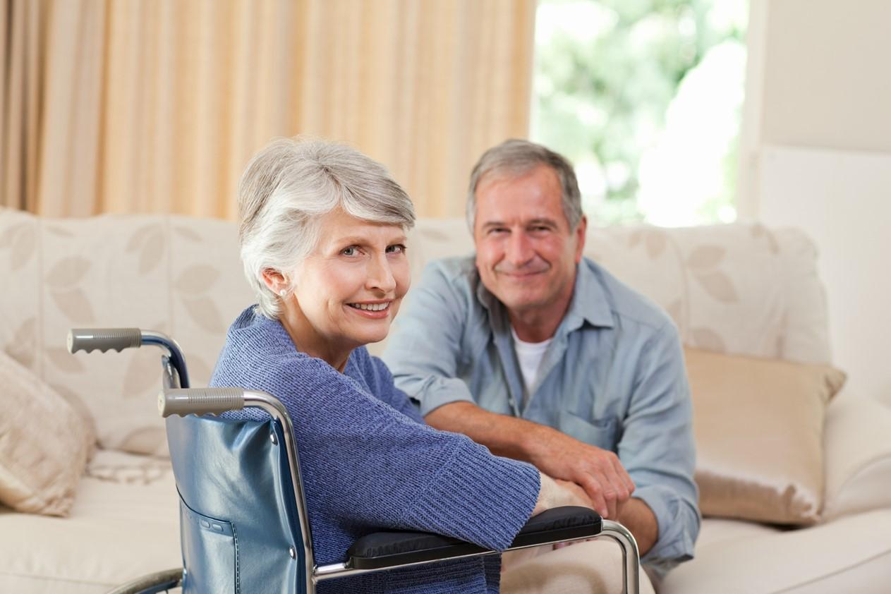 ouder echtpaar rolstoel